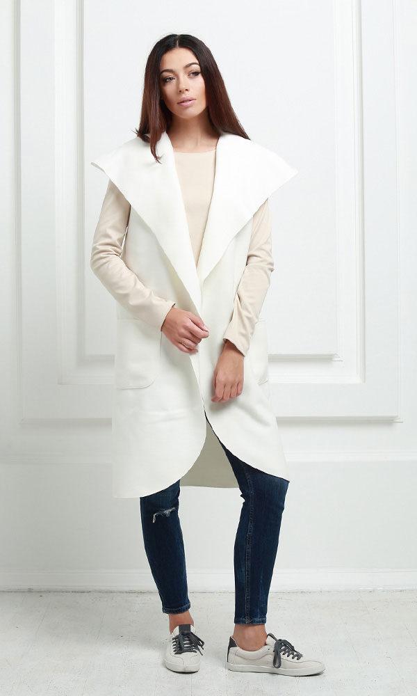 Кейп длинный с карманами и капюшоном молочного цвета