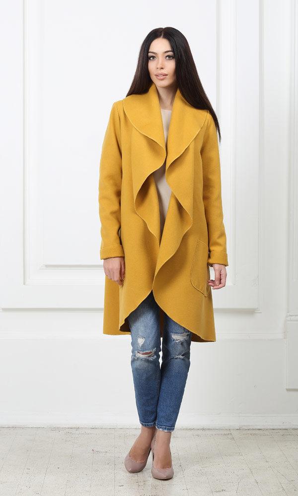 Кашемировое пальто с карманами горчичного цвета