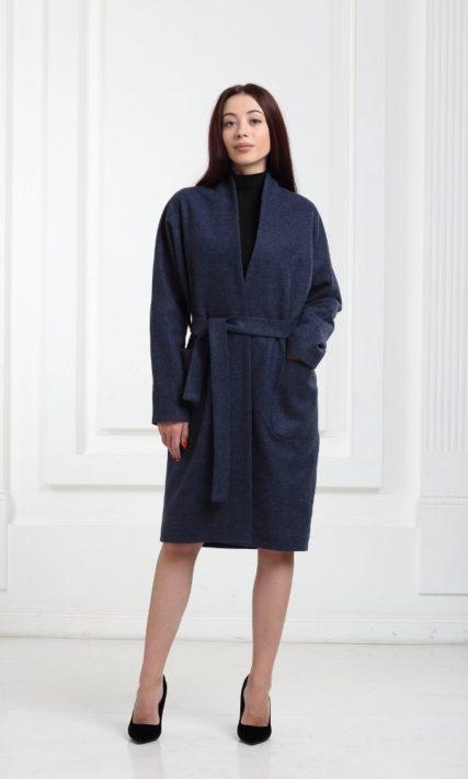 Синее пальто средней длины