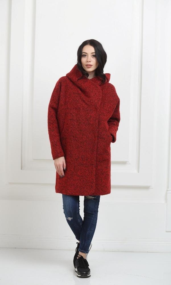 Пальто с капюшоном красное
