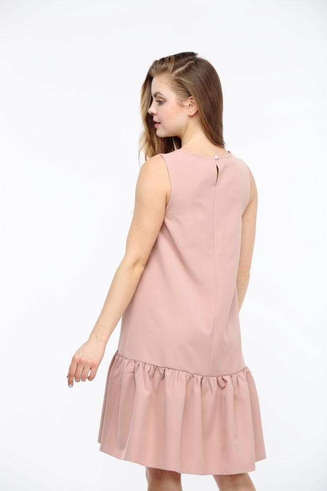 Бежевое платье с воланами из костюмки