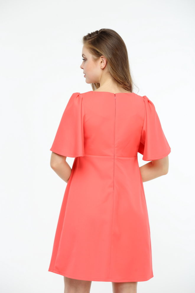 Коралловое платье с коротким рукавом