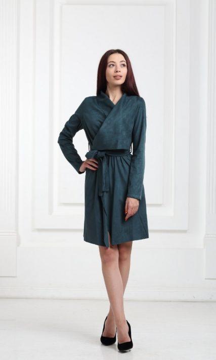 Платье замшевое с запахом зеленого цвета