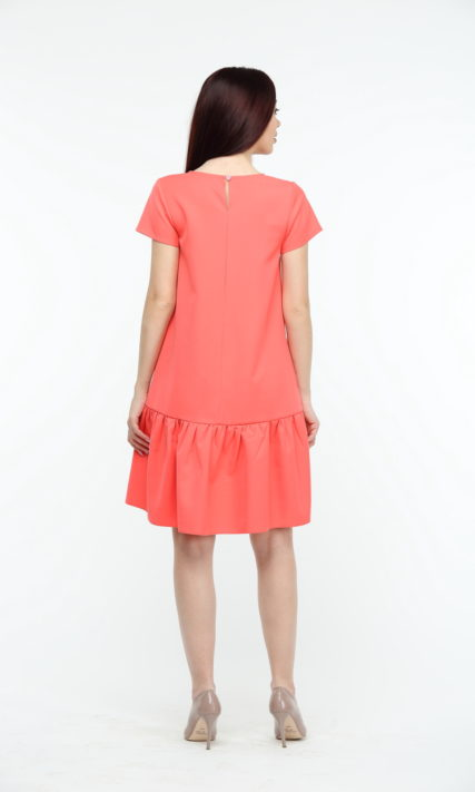 Коралловое платье с воланами и коротким рукавом