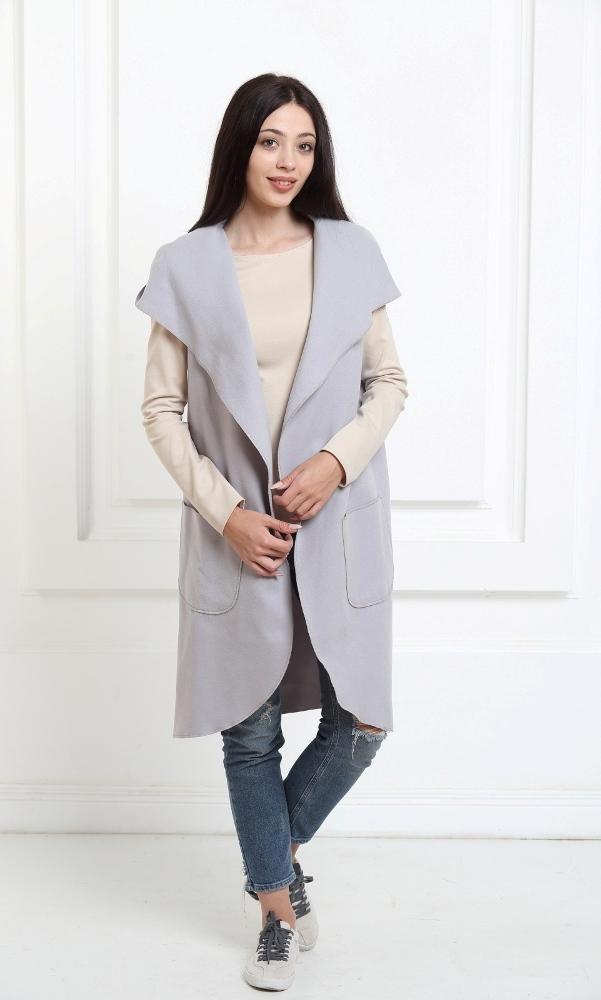 Кейп длинный с капюшоном и карманами серебристо-серого цвета