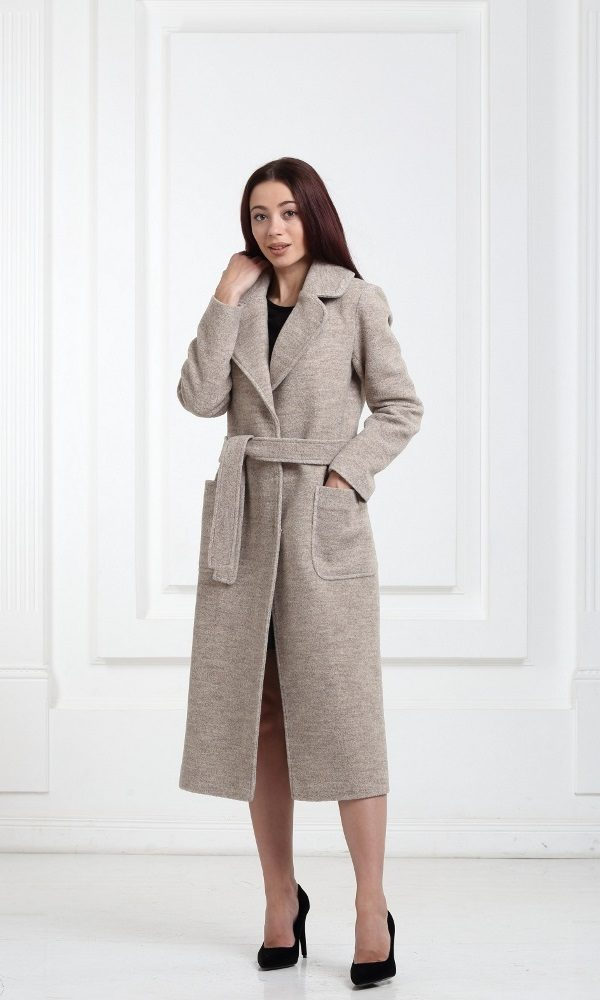 Длинное шерстяное пальто бежевого цвета