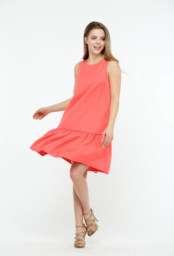 Коралловое платье с воланами
