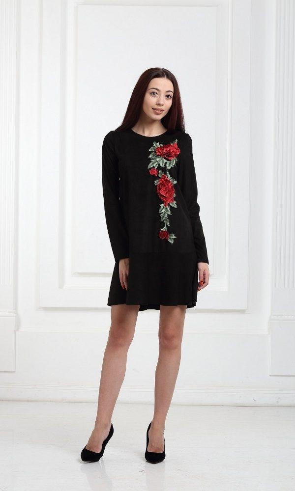 Платье черное замшевое с воланами и принтом