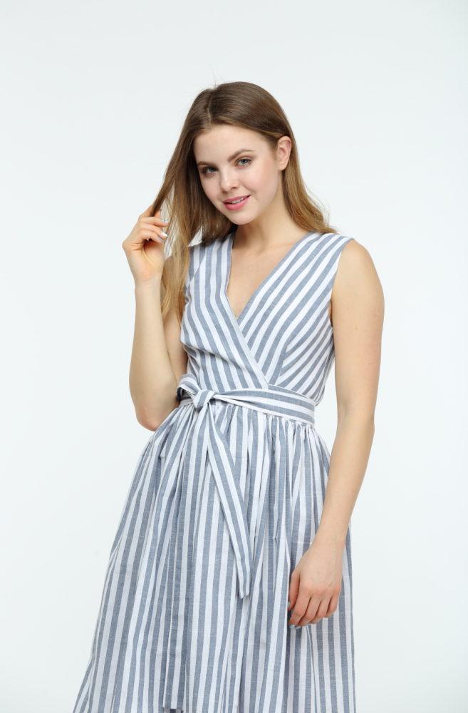 Платье в полоску на запах
