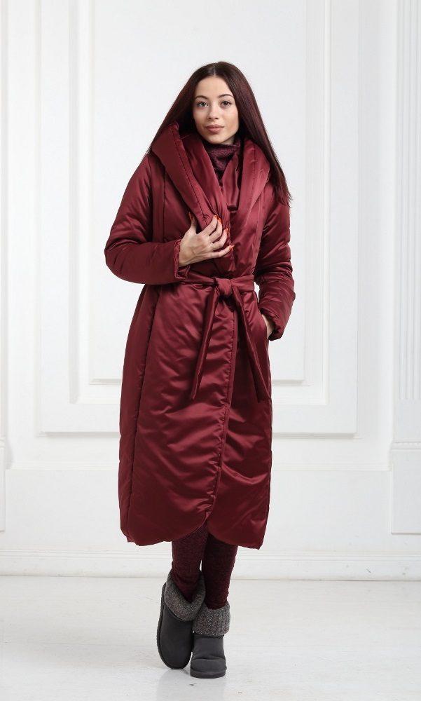Зимнее дутое длинное пальто цвета марсала