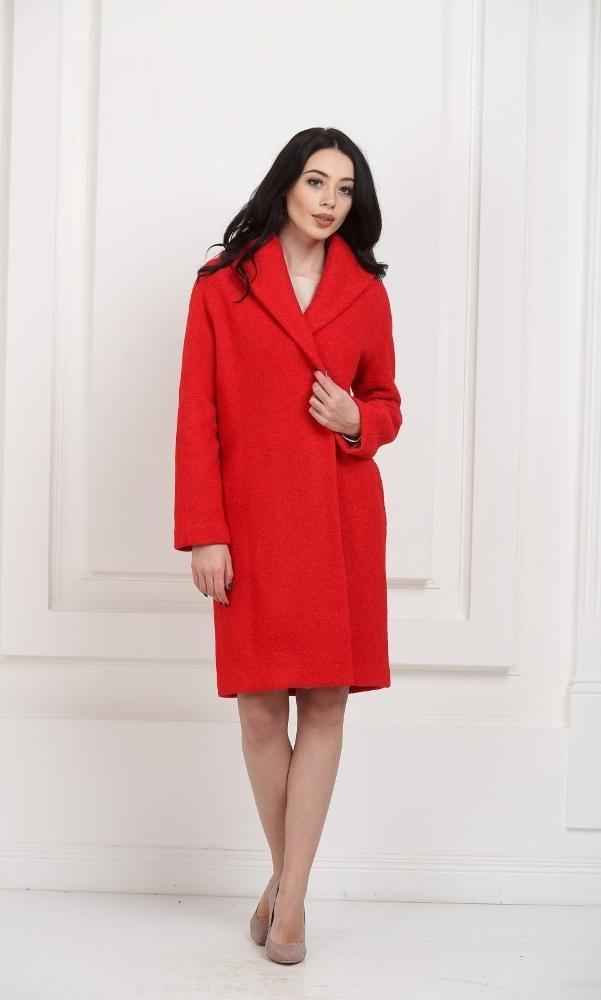Пальто с воротником красное средней длины
