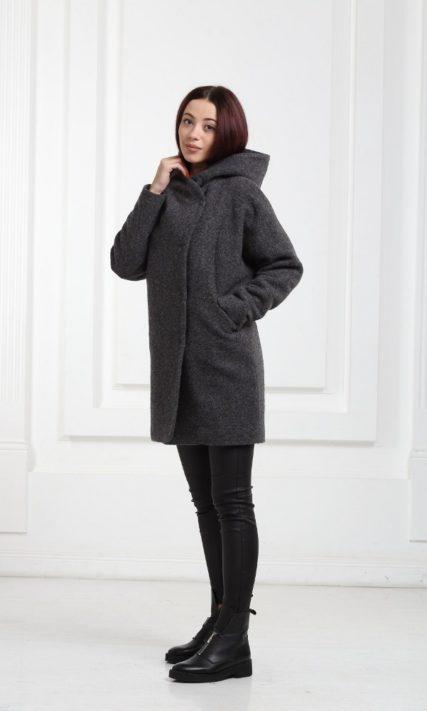 Шерстяное короткое пальточерного цвета