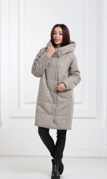 Короткое стеганое пальто бежевое