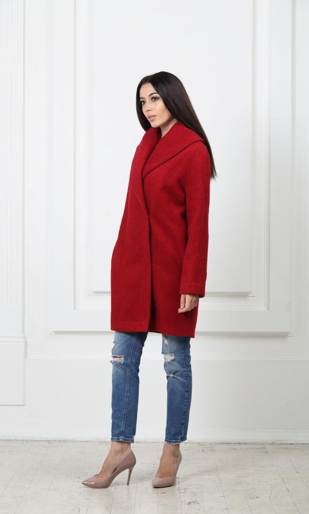 Пальто красное из буклированой шерсти с воротником