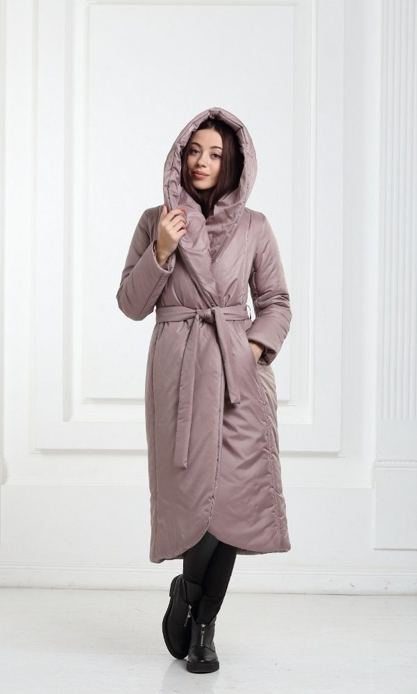 Зимнее дутое длинное пальто бежевого цвета