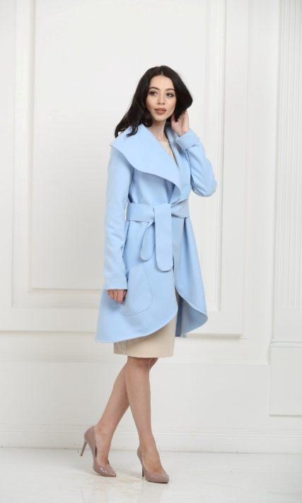 Кашемировое пальто небесно-голубого цвета с карманами