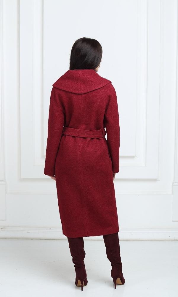 Длинное пальто цвета марсала