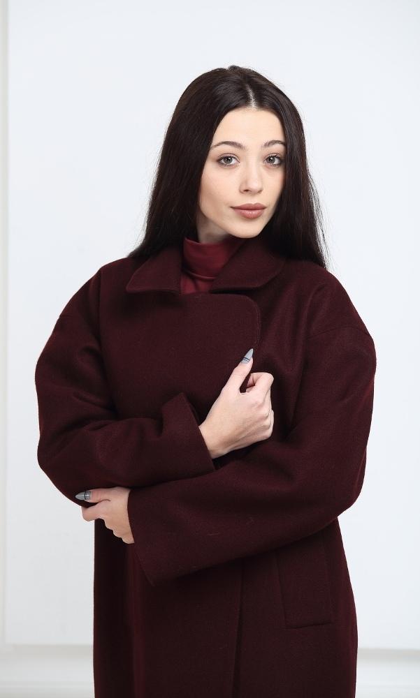 Пальто oversize цвета марсала