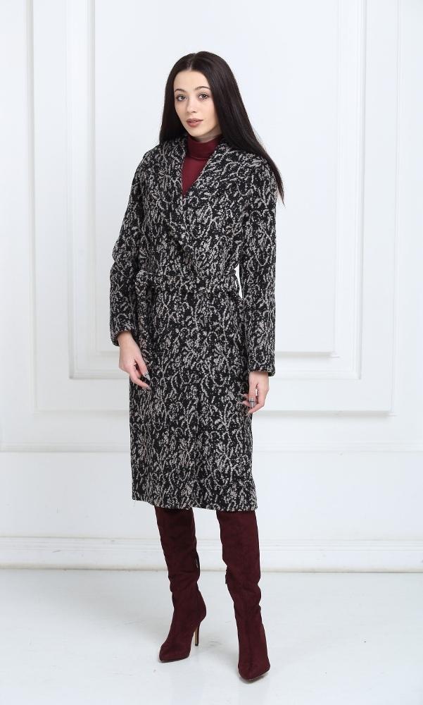 Длинное пальто коричневого цвета