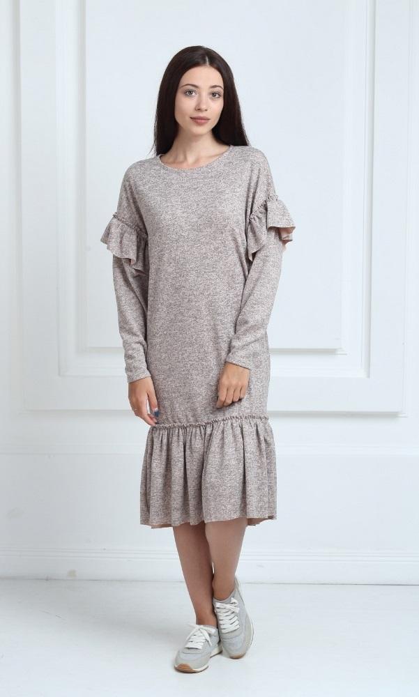 Трикотажное платье средней длины бежевого цвета