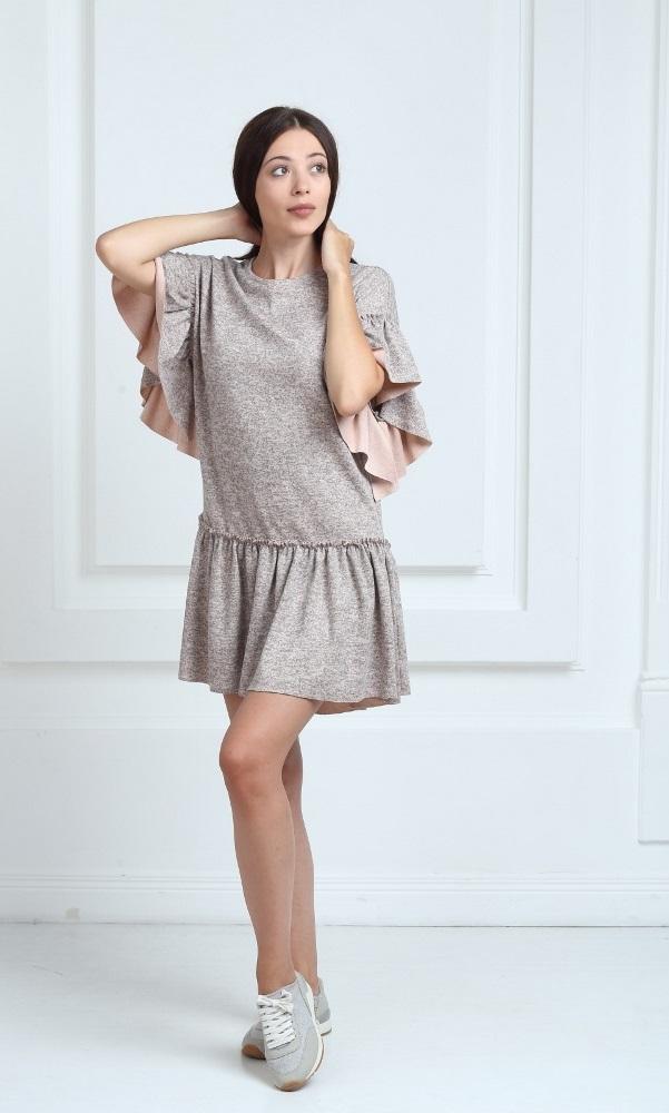 Трикотажное платье короткое бежевого цвета