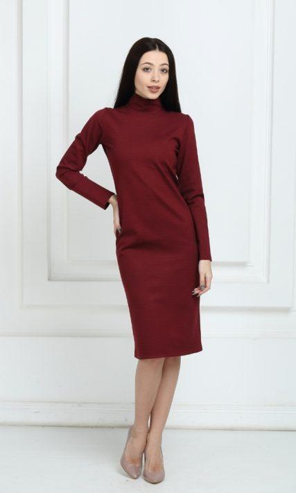 Платье трикотажное цвета марсала средней длины