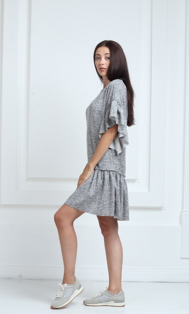 Трикотажное платье короткое серого цвета