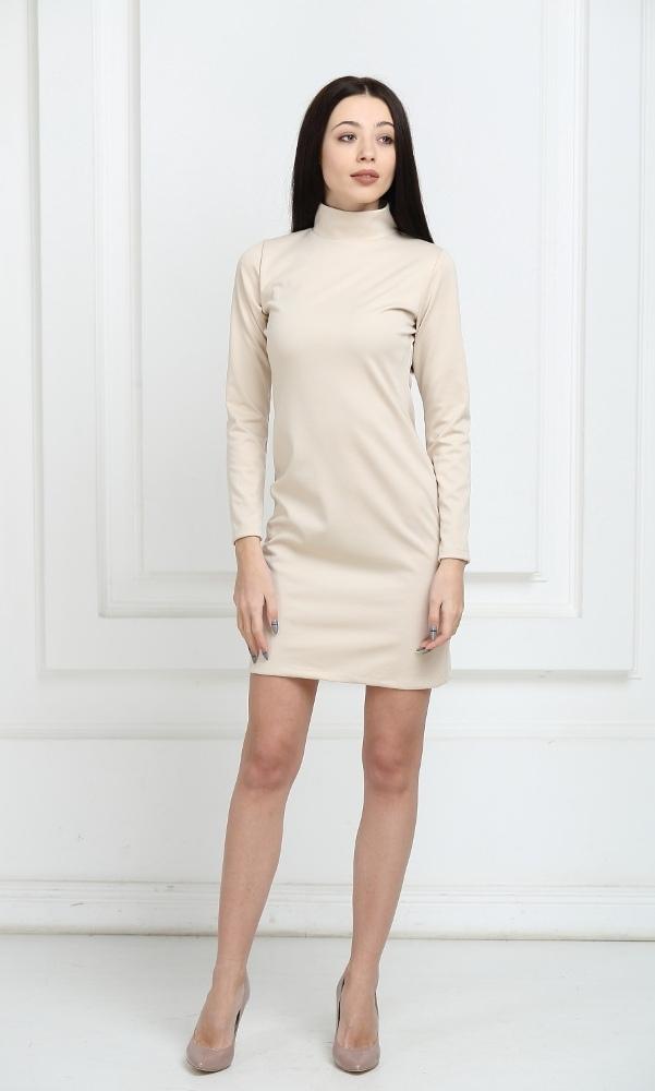 Платье трикотажное короткое молочного цвета