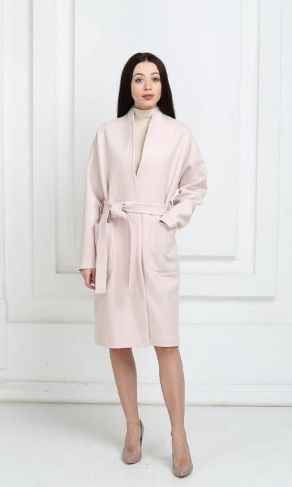 Пальто светло-розового цвета средней длины