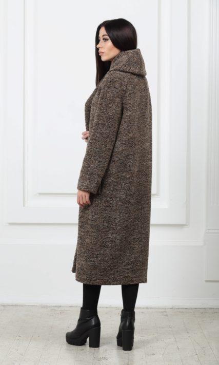 Длинное шерстяное пальто с карманами коричневого цвета