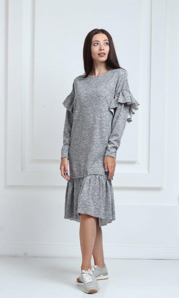 Трикотажное платье средней длины серого цвета