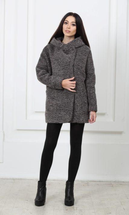 Короткое шерстяное пальто с капюшоном