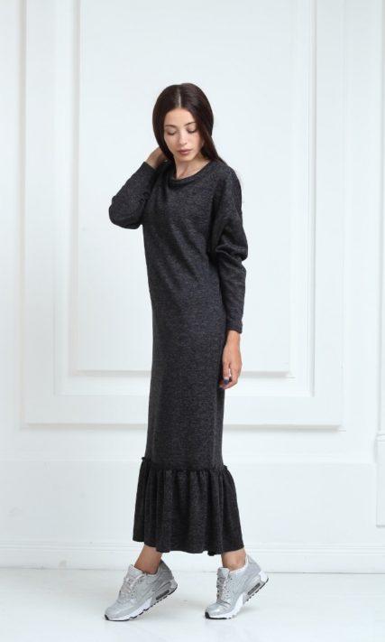 Длинное трикотажное платье черного цвета