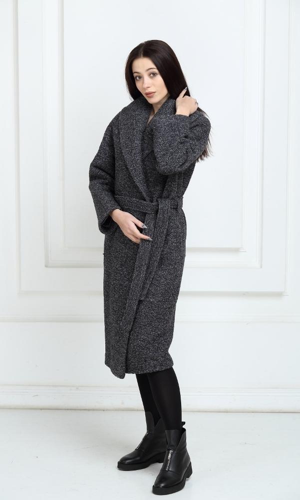 Длинное пальто темно-серого цвета
