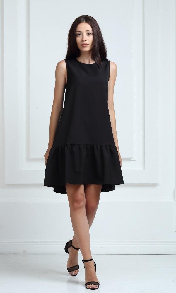 Платье черного цвета с воланами