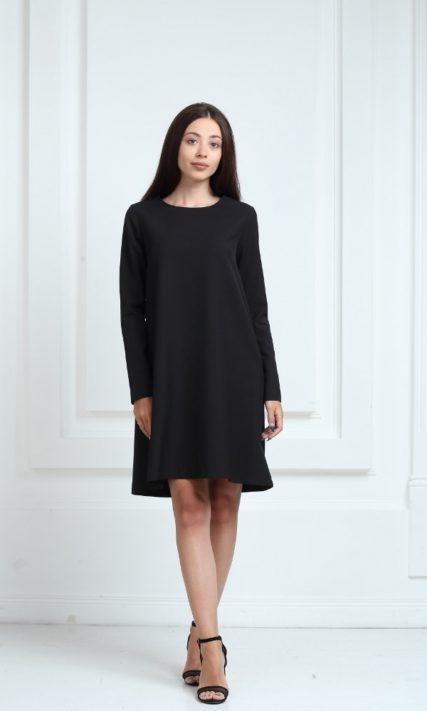 Платье черного цвета с длинными рукавами