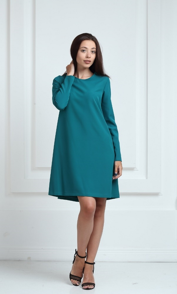 Платье зеленого цвета с рукавами