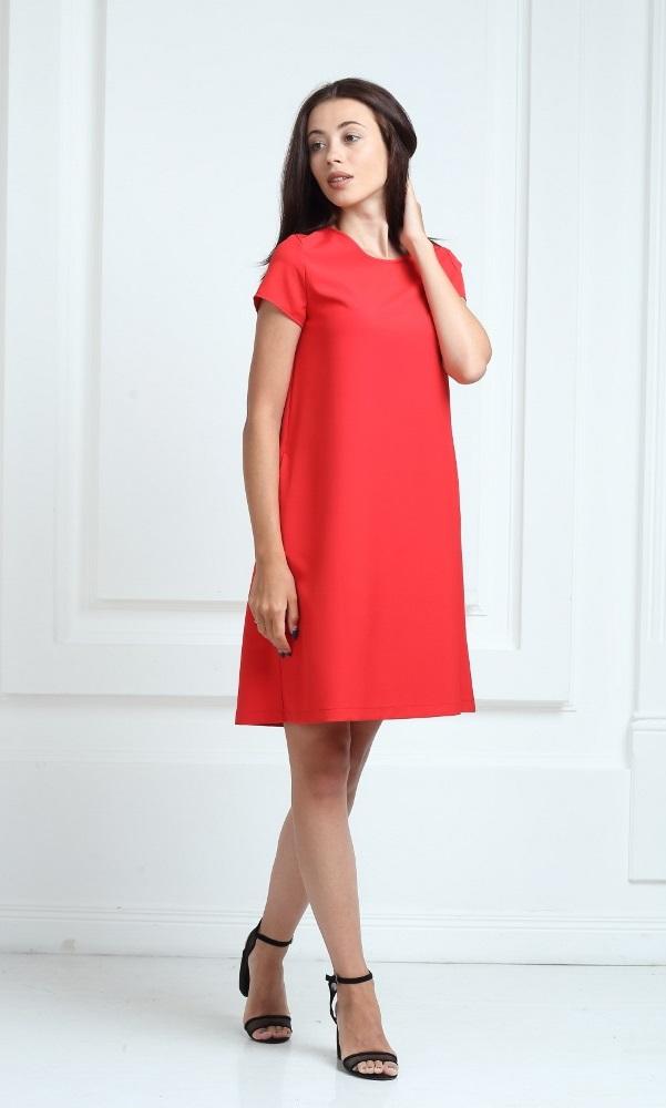 Платье красного цвета с короткими рукавами