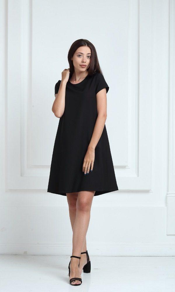 Платье черного цвета с короткими рукавами