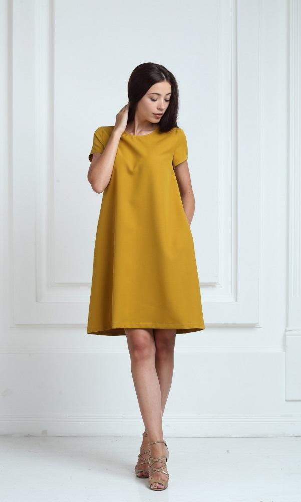 Платье горчичного цвета с короткими рукавами