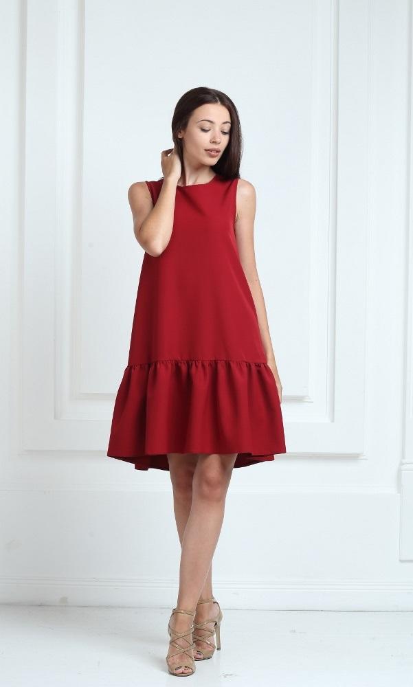 Платье цвета марсала с воланами