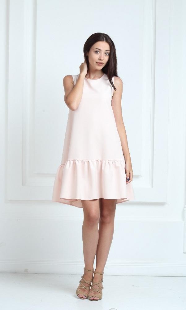 Платье молочного цвета с воланами