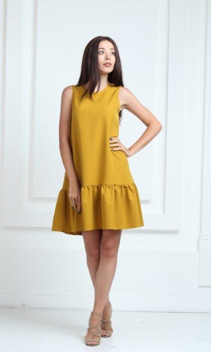 Платье горчичного цвета с воланами