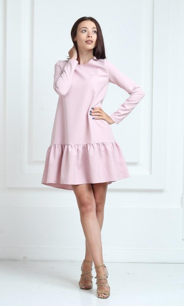 Платье цвета пудра с рукавами и воланами